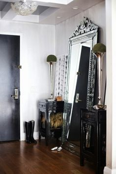 As soon as we're settled and done moving around, the first thing I want to buy for our home is a large floor mirror. They open up the space so much and look so glam! Do you have a floor mirror in your home? The entry-way ones are perfect! Design Entrée, House Design, Design Ideas, Design Room, Design Hotel, Design Bathroom, Design Projects, Modern Design, Home Interior