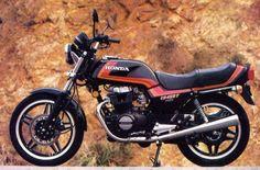 my first bike Old Honda Motorcycles, Honda Motorbikes, Honda Bikes, Classic Bikes, Classic Cars, Honda Cb 450, Jet Skies, Mini Bike, Street Bikes