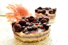 I have used my favorite base for this vegan forest fruits cake as it is very easy to do and it tastes great. It's super healthy and delicious. Forest Fruits, Raw Vegan Desserts, Super Easy, Cheesecake, Healthy, Food, Cheese Cakes, Eten, Cheesecakes