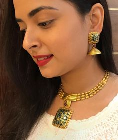 Necklaces #goldnecklaceset Gold Earrings Designs, Gold Jewellery Design, Necklace Designs, Gold Jewelry, Chunky Jewelry, India Jewelry, Handmade Jewellery, Bridal Jewelry, Antique Necklace