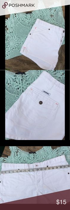 Abercrombie & Fitch Shorts White Abercrombie & Fitch four pocket shorts in Size 4 Abercrombie & Fitch Shorts