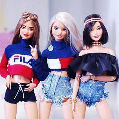 Malu, Queen e Alisha. Curtindo muito a festinha da nossa miga, parabéns miga . Diy Barbie Clothes, Barbie Hair, Barbie Life, Barbie World, Barbie Dress, Barbie Style, Barbie Model, American Girl, Barbie Tumblr