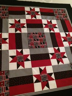Just in time for the PLAYOFFS -- I finally finished my Steelers quilt! Mommy put the pressure on me to get it done before the playoffs AND. Longarm Quilting, Quilting Projects, Quilting Designs, Lap Quilts, Quilt Blocks, Alabama Quilt, Tractor Quilt, Football Quilt, Jersey Quilt