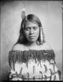 Unidentified young Maori woman photographed in the Wanganui region by Frank J Denton, circa 6 April She wears a feather and a ribbon in her h. Polynesian People, Maori People, Maori Art, South Pacific, Cloak, Black People, Old Photos, Photography, Ancestry