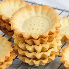 I made delicious mini tart shells. They are perfect for mini desserts. Fill them with custard, cream cheese, whipped cream, ganache, caramel and more. Pastry Recipes, Tart Recipes, Cookie Recipes, Dessert Recipes, Mini Desserts, Plated Desserts, Tart Crust Recipe, Mini Tart Dough Recipe, Mini Tart Shells
