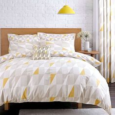 Update your bedroom with our contemporary duvet set featuring a geometric print of triangle and line patterns in yellow and neutral tones.