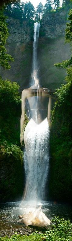 ✨Mother Earth/Nature as a stunning beautiful, charming woman, dressed with her crystal waters. Multiple Exposure, Double Exposure, Surrealism Photography, Fine Art Photography, Photography Ideas, Illusion, Double Picture, Photoshop, Surreal Art