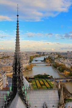 PARIS - Notre-Dame and the Seine - fuievouvoltar.com