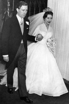 Pin for Later: 10 Drop-Dead-Gorgeous Vintage Royal Wedding Gowns Princess Margaret, Countess of Snowdon, 1960 Princess Margaret married Antony Armstrong-Jones wearing a gown designed by Norman Hartnell. Royal Wedding Gowns, Celebrity Wedding Dresses, Royal Weddings, Celebrity Weddings, British Wedding Dresses, Famous Wedding Dresses, Princesa Margaret, Princesa Beatrice, Princess Margaret Wedding