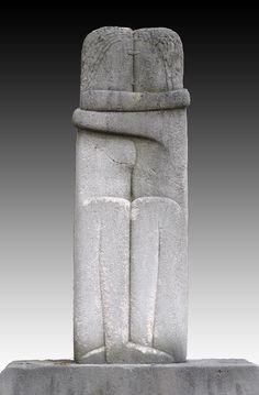 Constantin Brancusi - Le Baiser (The Kiss) - 1909 Brancusi Sculpture, Art Sculpture, Stone Sculpture, The Kiss Sculpture, Constantin Brancusi, Art Pierre, Instalation Art, Land Art, Online Art