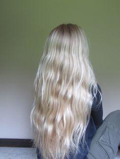Super long pretty white blond hair Perfect colour, white blonde but multi tonal Platinum Blonde Hair, Blonde Waves, Blonde Balayage Long Hair, Blonder Hair, Pale Blonde Hair, Beach Blonde Hair, Long Blonde Curly Hair, Light Blonde, Long Curly