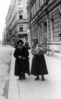 Wien, Austria, Postwar, A refugee couple on the street.
