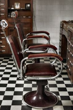 sit here long enuff...you will get a hair cut