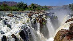 Epupa Falls, bellissime cascate sul fiume Kunene, al confine con la Namibia. Villaggi Himba e pittoreschi campi tendati sulle rive del fiume