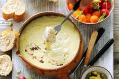 Kijk wat een lekker recept ik heb gevonden op Allerhande! Kaasfondue met truffel Dutch Recipes, Cooking Recipes, Healthy Recipes, Wok, Feel Good Food, Happy Foods, Food To Make, Foodies, Food And Drink