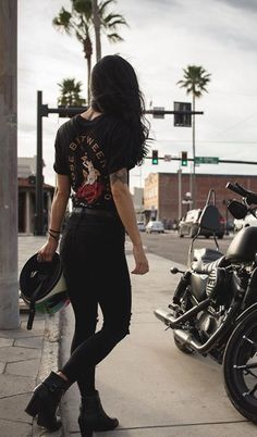Its A Jeep Thing: Photo – beaux sport voitures Motorbike Girl, Motorcycle Outfit, Biker Chick Outfit, Womens Motorcycle Fashion, Pastel Outfit, Lady Biker, Biker Girl, Blitz Motorcycles, Yamaha Motorcycles