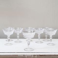 Glamouröse Sektschalen aus Bleikristall einfach leihen für Hochzeiten und besondere Anlässe!  #hochzeitsdeko #hochzeitsverleih #geschirrverleih #vintageverleih