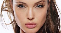 How to Make your Lips Look Bigger Naturally