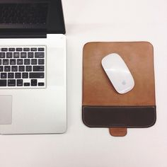 Testing the new mouse pad. Constructed from natural tooling leather + oil tanned leather in brown. This will be part if the signature leathe...