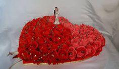 Картинки по запросу как сделать бутоны роз из гофрированной бумаги