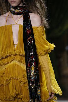 Roberto Cavalli Fall 2016 Ready-to-Wear Fashion Show Details