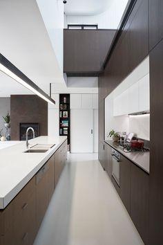 Un cocina en paralelo con mucho estilo