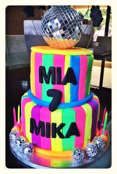 Lumo disco cake Disco Cake, Disco Party, 7th Birthday Cakes, Birthday Ideas, Candy Buffet, Celebrations, Bakery, Birthdays, Glow