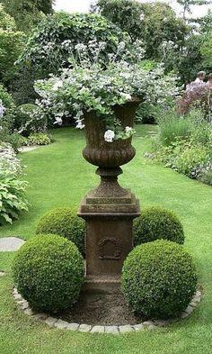 32 Trending Spring Backyard Landscaping Ideas 2018 - Home Boxwood Garden, Garden Urns, Topiary Garden, Potager Garden, Rocks Garden, Formal Gardens, Outdoor Gardens, Amazing Gardens, Beautiful Gardens