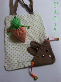 : EcoloOo Bag Rabbit Bag - Du fil et mon…: Sac EcoloOo Sac Lapin Thread and my …: EcoloOo Bag Rabbit Bag - Diy Bags Purses, Diy Purse, Handbags For School, Clothes Crafts, Spring Crafts, Bag Making, Fabric Crafts, Diy And Crafts, Sewing Projects