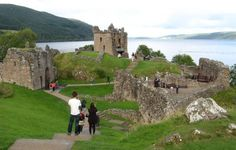 urquhart castle con Lochness alle spalle