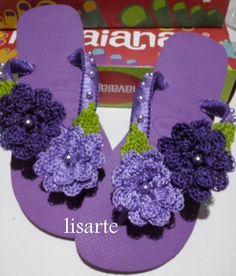 elisartes chinelos decorados com crochê                                                                                                                                                                                 Mais