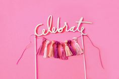 bright & bold: DIY Tassel Cake Topper – Famous Last Words Diy Cake Topper, Birthday Cake Toppers, Cupcake Toppers, Festa Party, Diy Party, Purple Wedding Cakes, Diy Tassel, Cake Decorating Tutorials, Diy Birthday