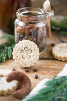 Advent, Advent ein Lichtlein brennt. Mit feinen Kaffeetaler und mürben Espressokipferl in eine schöne Adventszeit starten.