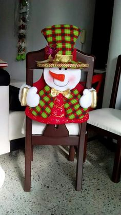 Natal Christmas Craft Projects, Christmas Sewing, Christmas Home, Christmas Holidays, Christmas Ornaments, Chair Back Covers, Chair Backs, Christmas Chair Covers, Table Runner And Placemats