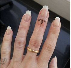 Hand Tattoos For Women Toe Tattoos, Cuticle Tattoos, Knuckle Tattoos, Feather Tattoos, Thumb Tattoos, Finger Dot Tattoo, Tiny Finger Tattoos, Finger Tats, Best Tattoos For Women