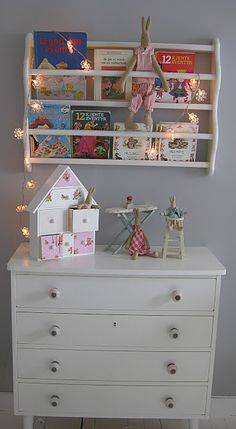 I like the bookcase on the wall Girl Room, Girls Bedroom, Bookshelf Storage, Bookcase, Kids Barn, Baby Barn, Little Boy And Girl, Baby Room Decor, Kid Spaces