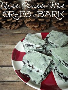 Oreo Bark Recipe! Love this White Chocolate Mint Oreo Bark for Christmas!
