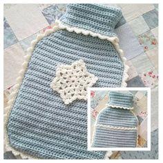 Pretty hot water bottle cover @ grandmaandme from free pattern by Jane… Crochet Towel, Diy Crochet And Knitting, Love Crochet, Crochet Gifts, Learn To Crochet, Crochet Granny, Water Bottle Covers, Crochet Decoration, Crochet Cushions