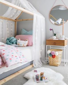 "Gefällt 7,101 Mal, 225 Kommentare - Tarina Lyell (@oh.eight.oh.nine) auf Instagram: ""Happy Saturday everyone. On the blog today is a Spring/ Summer inspired girl's bedroom that I have…"""