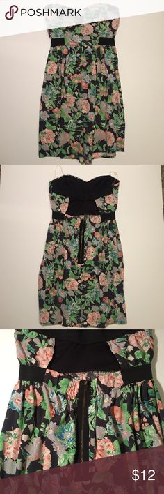 Floral Open Back Dress Never worn! Open back dress with built in padding. Cute zipper in back of dress. Very cute! Francesca's Collections Dresses Strapless