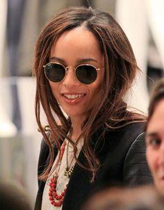 """Zoe Kravitz e i suoi """"round sunglasses"""" marchiati Ray Ban"""