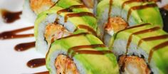 Get in my belly! My perfect sushi roll! American Dream Roll: Spicy Crab, Cream Cheese, Shrimp Tempura garnished with avacodo Sushi At Home, My Sushi, Sushi Love, Japan Sushi, Sushi Comida, Seafood Recipes, Cooking Recipes, Kitchen Recipes, Asian Recipes