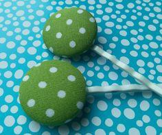 Met stof beklede haarspeld  Groen met witte stipjes door NiteOwl15, €6,00
