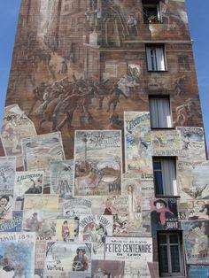 Ce mur représente les années 1900. Un mur entier d'affiches ...