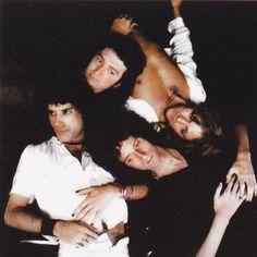 John Deacon, Roger Taylor, and Brian May of Queen. Queen Photos, Queen Pictures, Queen Freddie Mercury, John Deacon, Save The Queen, I Am A Queen, Queen Art, Great Bands, Cool Bands