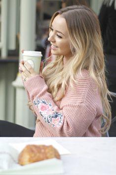 embroidery sleeves. Latest Fashion, Womens Fashion, Fashion Bloggers, Victoria Beckham, Style Icons, Personal Style, Style Inspiration, Embroidery, Sleeves