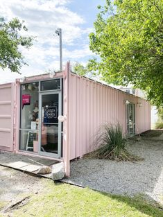 Women's boutique crafted inside of a pink shipping container Boutique Decor, Mobile Boutique, A Boutique, Shipping Container Sheds, Container Coffee Shop, Coffee Shop Aesthetic, Home Salon, Property Design, Plant Design