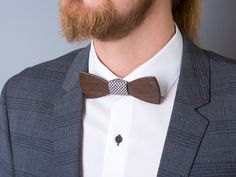 der neueste Trend für kreative Köpfe: Fliegen aus Holz #Fliege #Anzug #Herrenmode #ModeGarhammer Foto Blog, Neue Trends, Your Style, Inspiration, Accessories, Fashion, Bow Tie Suit, Bows, Ribbon Work