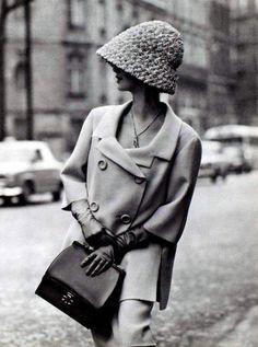 The Swinging Sixties ~ Shetland crême wool suit by Jean Patou, gloves + purse, Hermès ~ photo Georges Saad, Paris 1962 Foto Fashion, 1960s Fashion, Fashion History, Paris Fashion, Vintage Fashion, Fashion Boots, Moda Vintage, Vintage Mode, Vintage Style