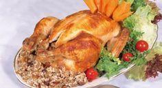 Κοτόπουλο γεμιστό με παραδιακή γέμιση στη γάστρα. The Kitchen Food Network, Biscotti Cookies, Xmas Food, Greek Recipes, Food Network Recipes, Baking Recipes, Main Dishes, Chicken Recipes, Recipies